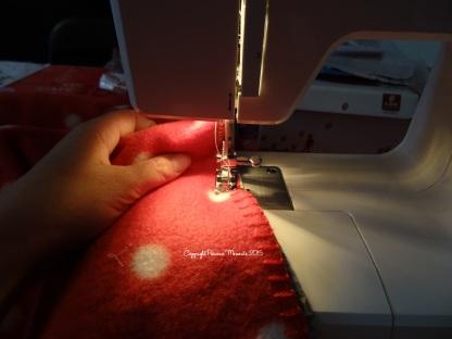 Mes petites mains en train de découvrir les joies de la couture !