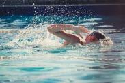 swimming-821622_1920