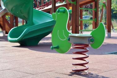 playground-902226_1920