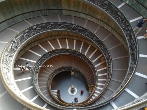musee-du-vatican-escaliers