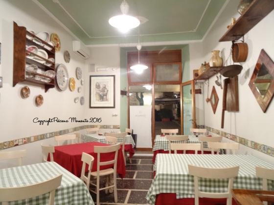 interieur restaurant il girarrosto urbino typique italie