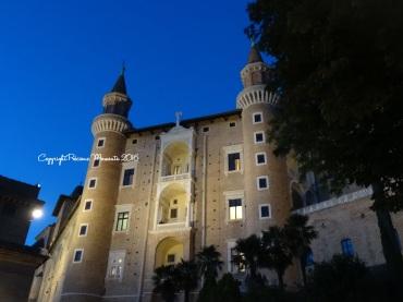palais ducal de nuit urbino italie