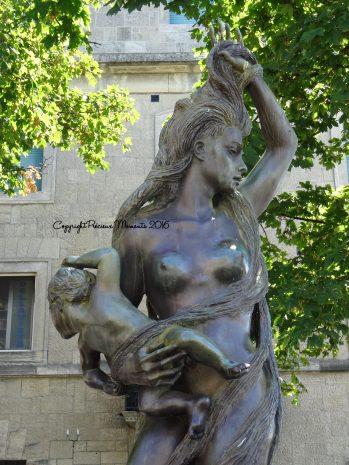 statue st marin femme bébé