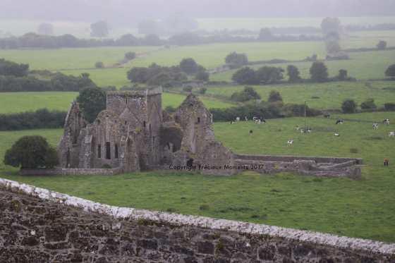 abbaye a cote rock of cashel
