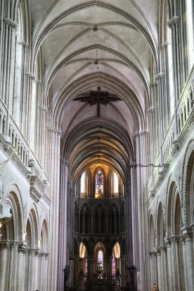 interieur cathedrale bayeux
