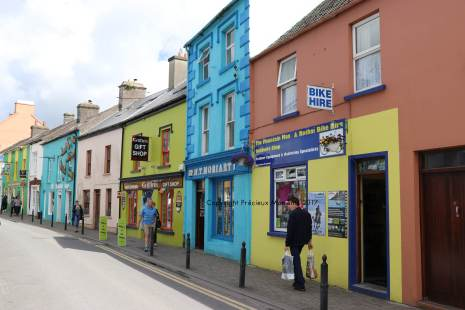 rue centre ville dingle maison colorée