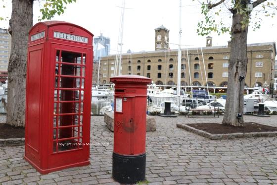 Londres - cabine téléphonique rouge et boite aux lettres poste - copyright PRécieux Moments