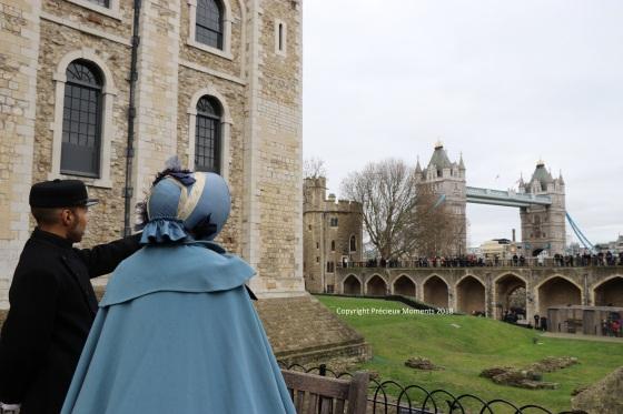 Londres - pont tenue époque victorienne - copyright précieux moments