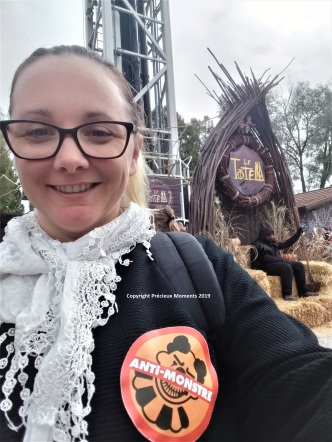 Walibi Halloween badge anti monstre adulte precieux moments