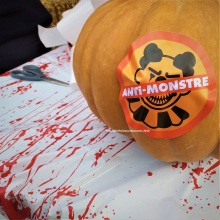 walibi halloween badge anti monstre